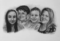 kresbanaprani-kresleny-portreti-nazakazku-kresba-kresleni-art-realisticka-tuzka-uhel-A2-rodina-RadekZdrazil-20210412